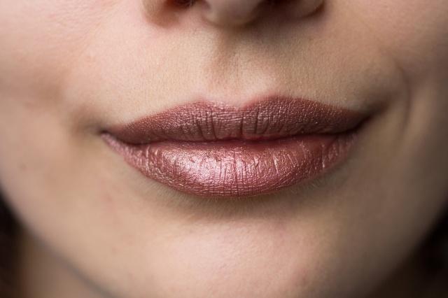 mua-luxe-metallic-liquid-lipstick-Orion-